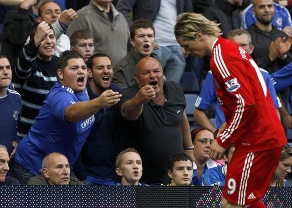 "Fernando Torres getting some ""love"" from Chelsea fans"