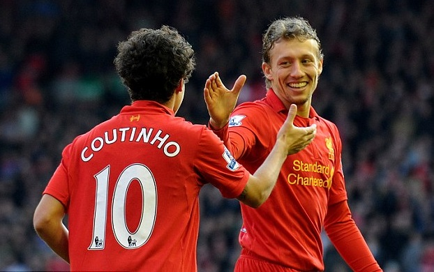 Lucas Leiva 'tutoring' Liverpool U-21s during international break