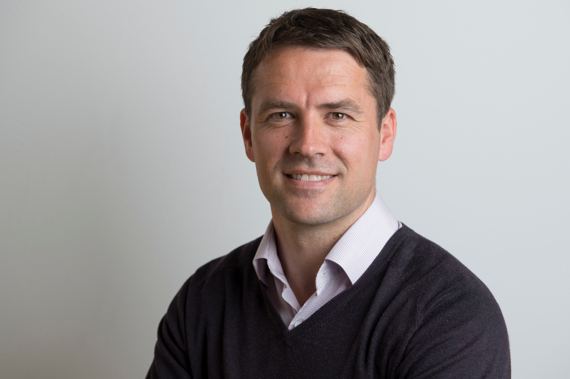 """They'll take all three points"" – Michael Owen backs Liverpool to beat Napoli"