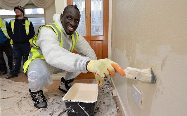 Picture: Mamadou Sakho continues charity work by delivering food to Senegalese city