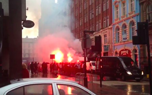 (Video) Besiktas mob set off flares in Liverpool City Centre