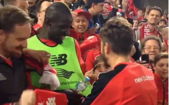 (Video) Mamadou Sakho tricks Liverpool teammate into signing his shirt