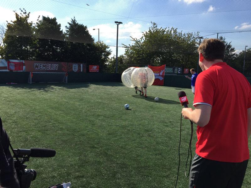[VIDEO] Everton v Liverpool | 2v2 Bubble Football | The Redmen TV v Toffee TV