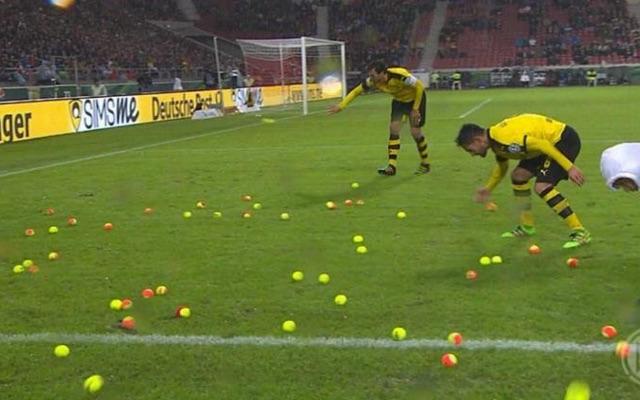 (Video) Borussia Dortmund fans take ticket protest to bizarre new levels