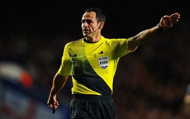 Card-happy referee chosen for Man United clash