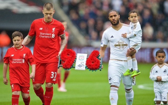 (Video) Wonderful moment Swansea clapped and joined in Liverpool's YNWA