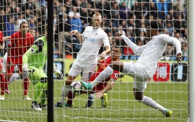 (Video) Rubbish Liverpool defending sees Swansea score early goal; Clyne, Lovren should do better