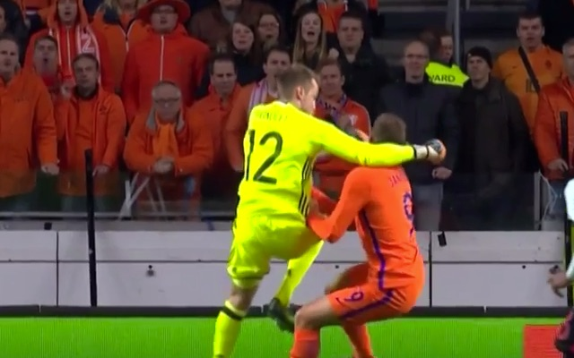 (Video) Wijnaldum skins opponent, Mignolet KOs Spurs striker with right-hand