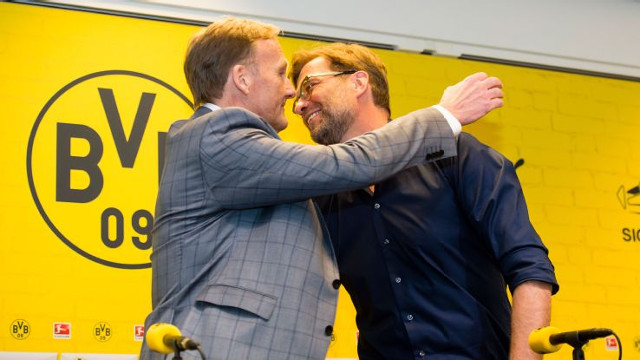 Borussia Dortmund CEO tips Liverpool as title challenges and believes Klopp has crucial advantage