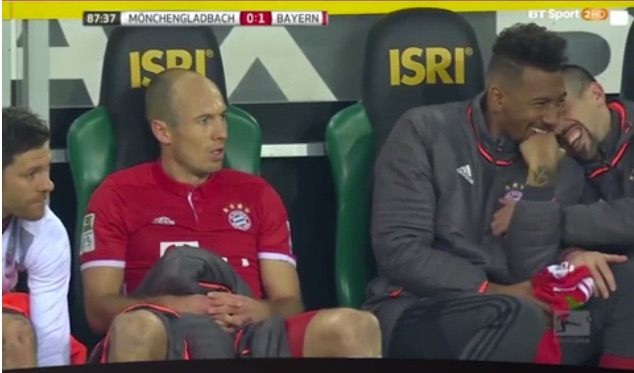 (Video) Xabi Alonso & Bayern team-mates cry with laughter at Arjen Robben's temper tantrum