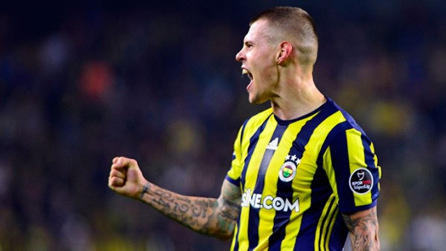 (Video) Martin Skrtel has scored the kind of wondergoal you'd assume impossible