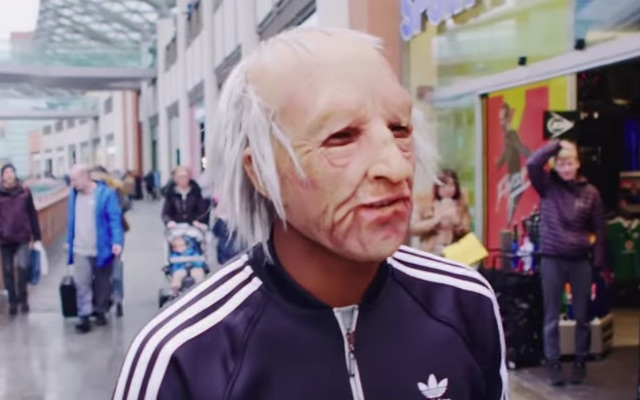 (Video) Wijnaldum dresses up like an old man and nutmegs people in the street