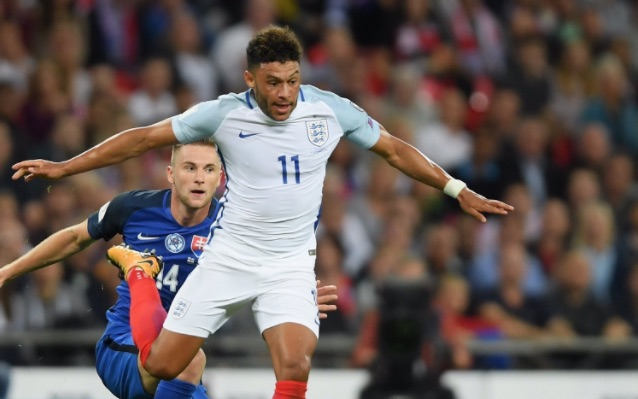 Oxlade-Chamberlain & Fabinho among the 17 LFC players called up for international duty