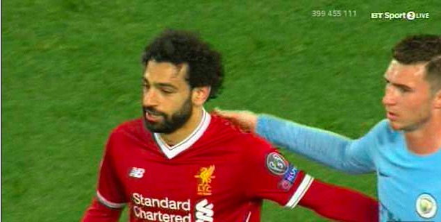 Not again… Salah tries to be nice to Laporte, but it's 'savage'…