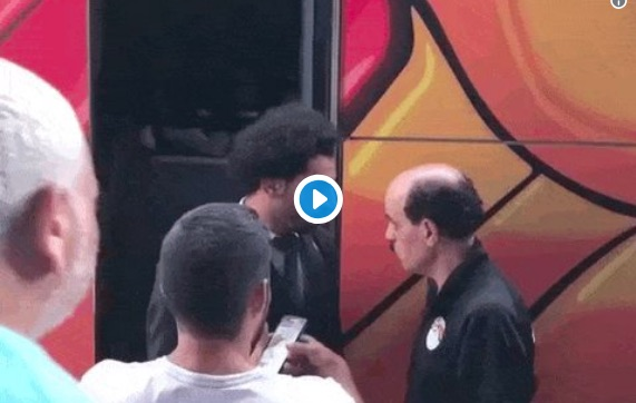 (Video) Salah winces in pain as fan grabs injured shoulder for selfie