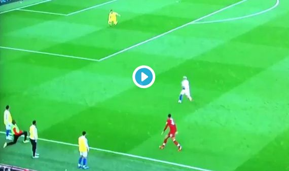 (Video) Alisson shows Brighton player zero respect with filthy piece of skill