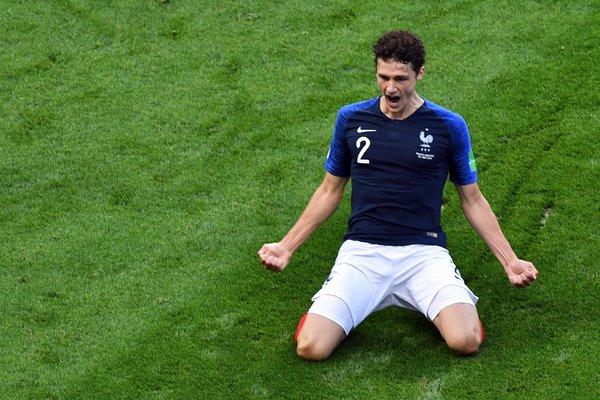 Pavard reacts to Bayern & Liverpool rumours