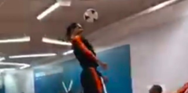 (Video) Van Dijk shows off jaw-dropping jumping ability on Netherlands duty