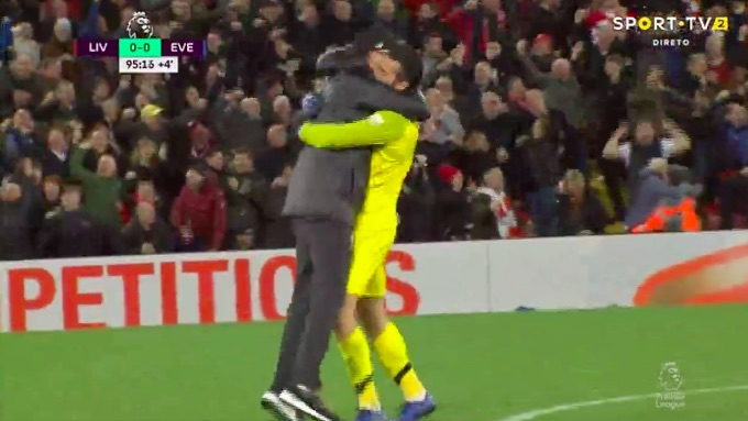 (Video) Klopp loses the plot and celebrates on the pitch in our favourite moment of the season
