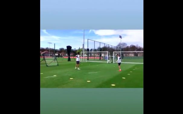 (Video) LFC fans will love this video of Gomez & Ox batting at Melwood today