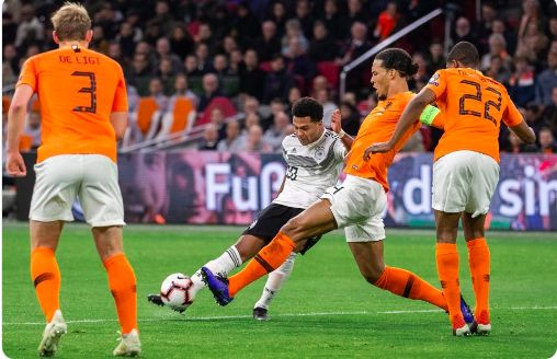 LFC fans jump to VVD's defence: 'Literally clutching at straws…'