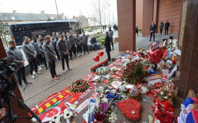 Liverpool teams pay tribute to Hillsborough 96 on 30th anniversary of disaster