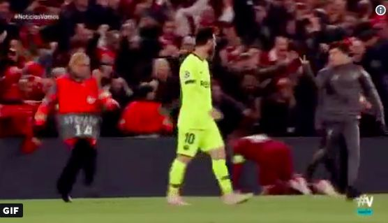 (Video) Pitch-invading kid gives Messi the finger after FT