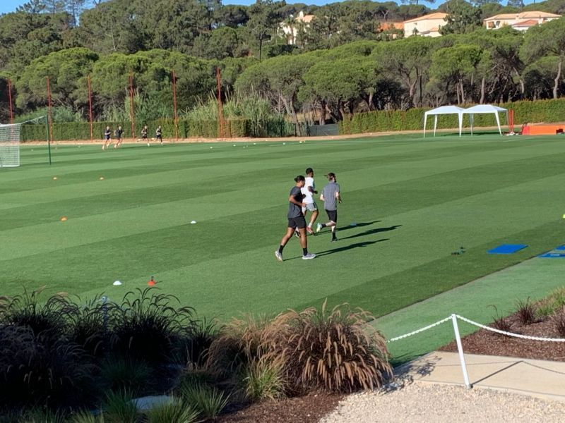 (Photo) Virgil van Dijk spotted at another club's training camp & fans aren't happy