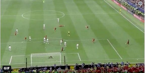 (Video) Look what van Dijk did after Origi's goal…