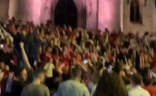(Video) LFC fans take over famous city landmark after UCL win
