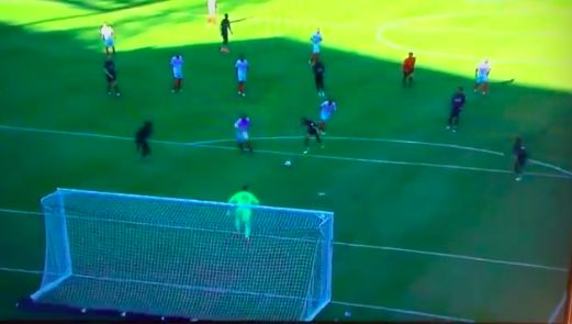 (Video) Lonergan announces himself with super-save v Sevilla which crowd love