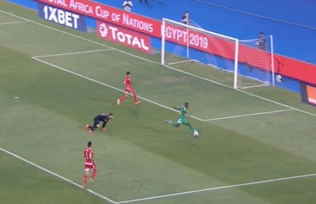 (Video) Mane rounds 'keeper, but misses open goal for Senegal in AFCON semi-final