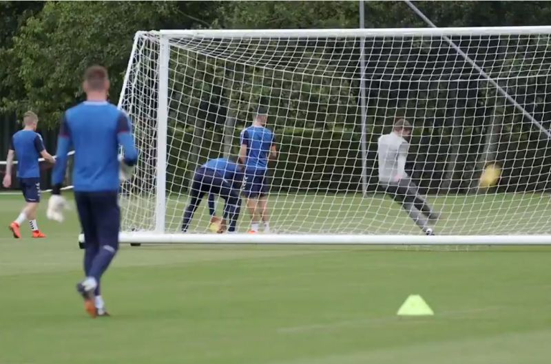 (Video) Gerrard proves he's still got it by pulling off trick shot in Rangers training