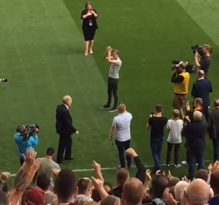 (Video) Liverpool and Bradford fans join forces to show respect to Stephen Darby