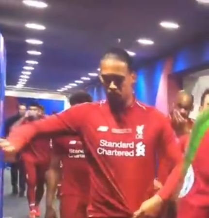 (Video) LFC fans will love what van Dijk did at half-time in the CL final