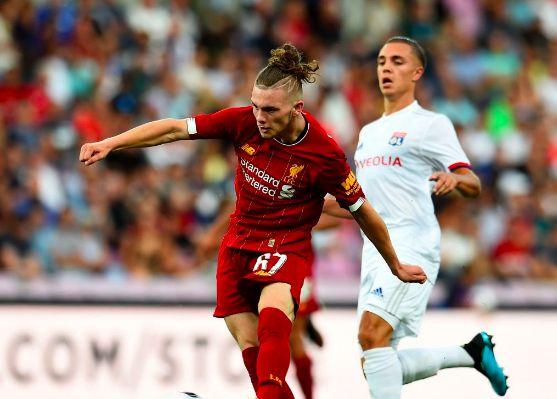 Confident Elliott 'not bothered' by superstars around him, says Klopp