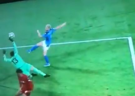 (Video) Adrian makes fingertip save to deny certain Napoli goal