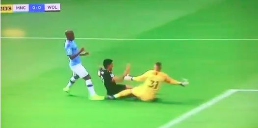 (Video) Nobody talking about this Fernandinho penalty foul when it was City 0-0 Wolves