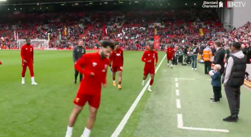 (Video) Brilliant moment Andy Robertson makes kid's day with high-five