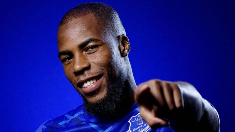 Everton signing Sidibe wears Red tracksuit & doesn't care despite team-mate anger