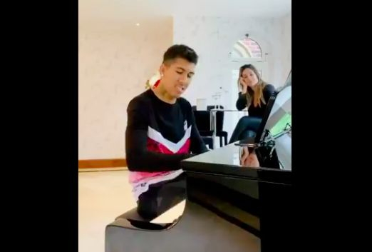 (Video) Roberto Firmino wows Liverpool fans with piano skills