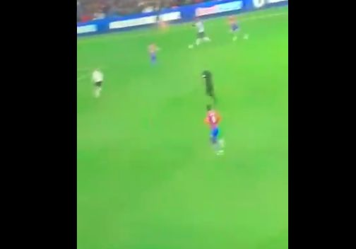 (Video) Sadio Mane finishes two Palace defenders with lightning skill