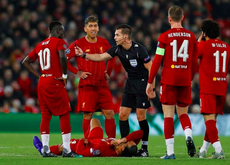 Van Dijk slams referee for missed foul: 'I'm not going down for no reason'