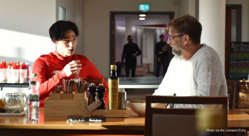 (Photos) Minamino has lunch with Klopp after arriving at Melwood