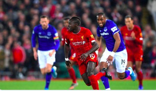 Carra sends bold but very fair Sadio Mane tweet during masterclass v Everton