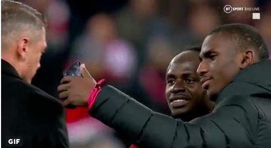 (Video) Rb Salzburg players get selfie with 'gargantuan' Sadio Mane