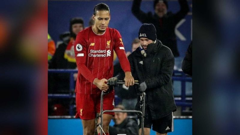 (Photo) Virgil van Dijk has a go on Leicester City groundsman's lawnmower