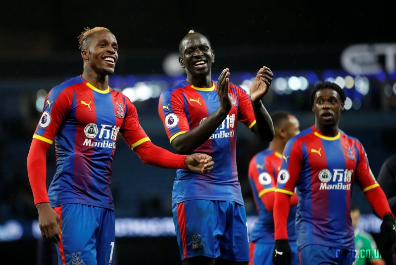 """Manchester is red and blue"" – Crystal Palace make joke at expense of LFC's rivals on Twitter"