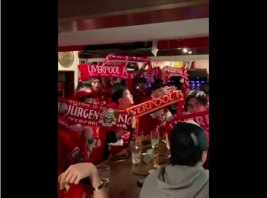(Video) Japanese Reds pile into Tokyo pub to watch Minamino debut