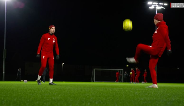 (Video) Minamino & Henderson battle it in Lijnders' Melwood touch challenge
